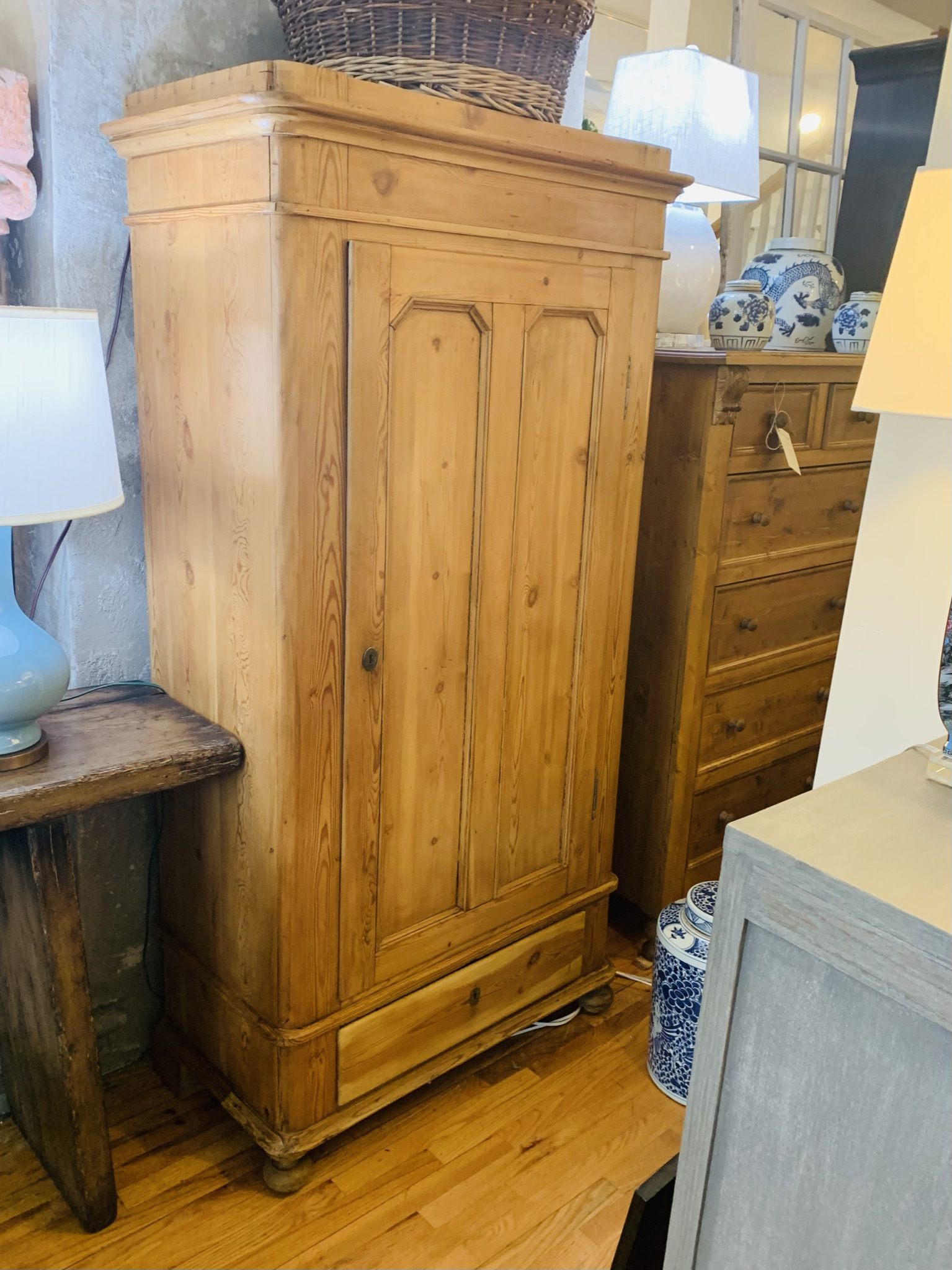 Single Door Armoire