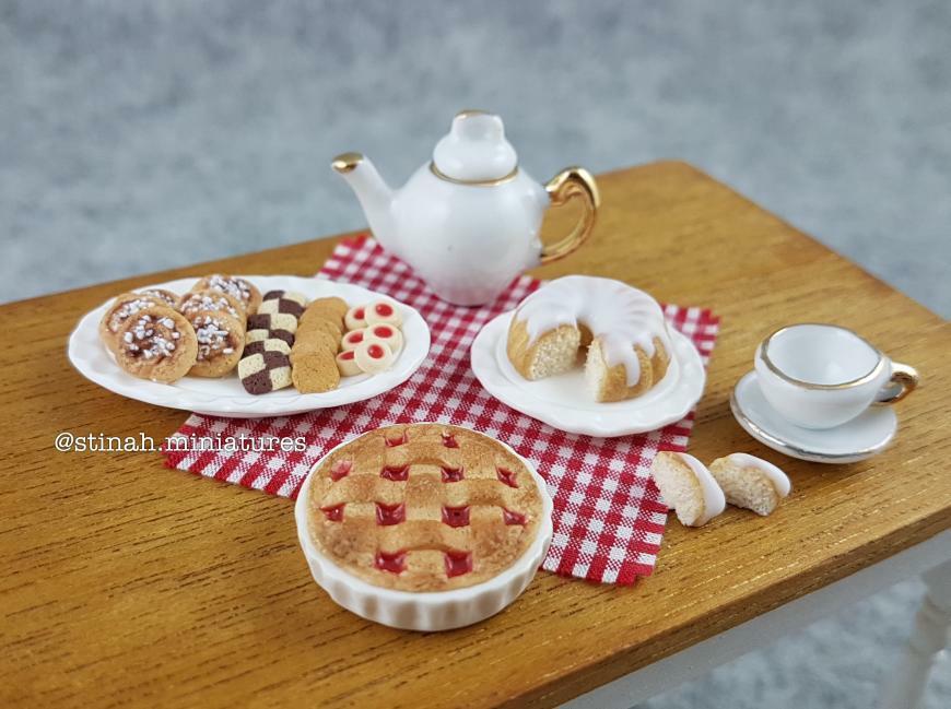 Dollhouse miniature food