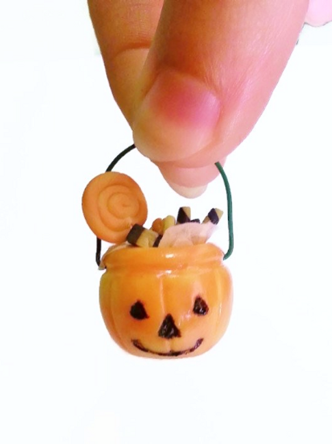 Halloween treats pumpkin bucket glowing in the dark miniature