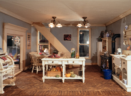 Miniatures and dollhouses. Discovering the origins of the unconditional love for the tiny and small