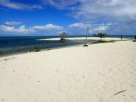 広々とした真っ白な砂浜