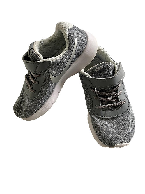Sneakers - Nike - 27 (57.22)