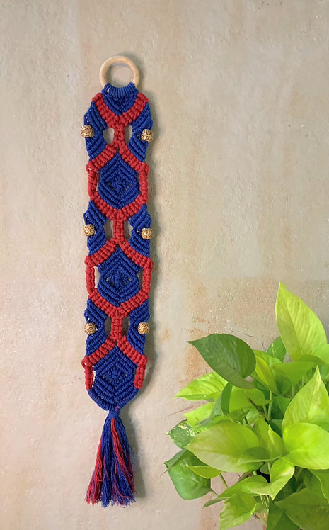 All about Knots - Blue & Red Barrel Hanging