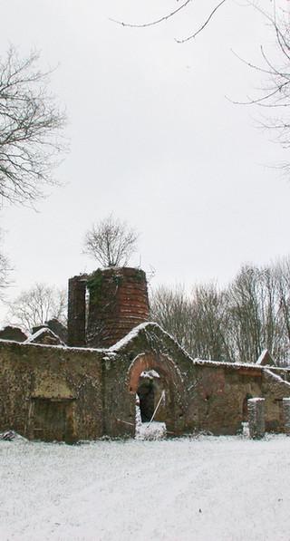 La forge recouverte d'un manteau blanc