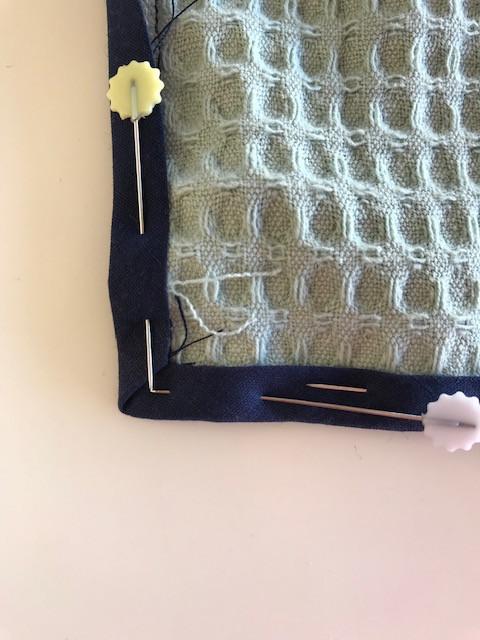 Como coser uma fita de vieis