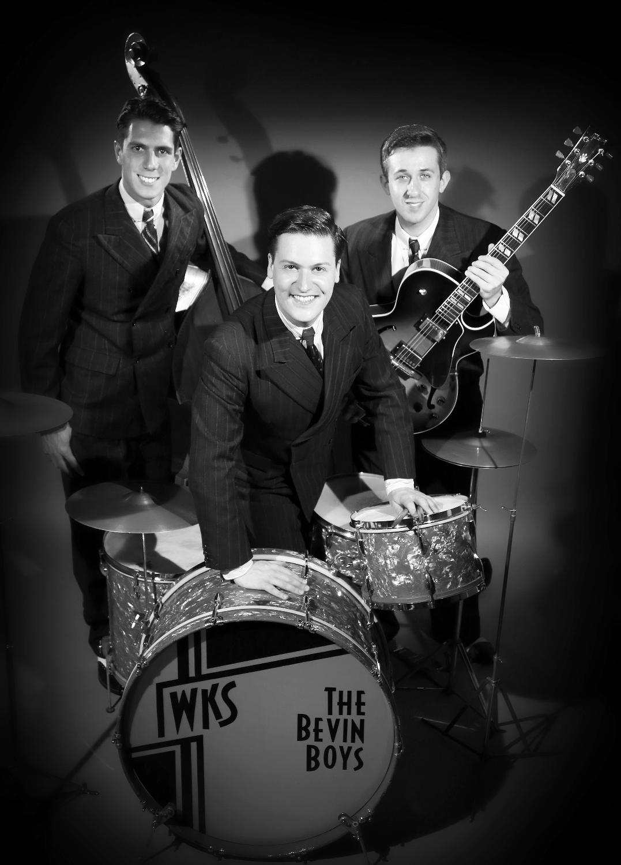 1940s Vintage Trio
