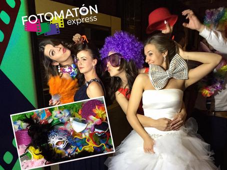 ¿Por qué nos gusta tanto disfrazarnos para posar en un fotomatón?