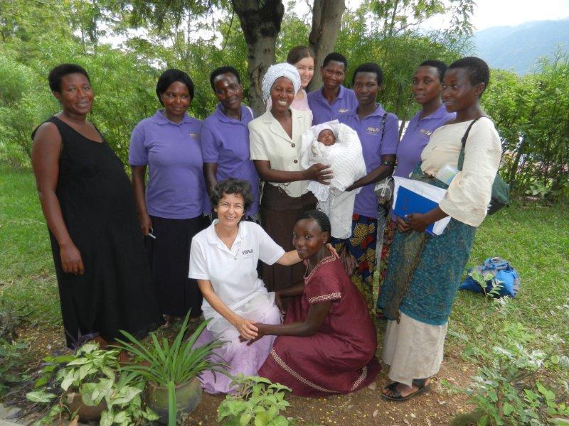 UGANDA: Medizinische Ausbildung und Versorgung für Frauen