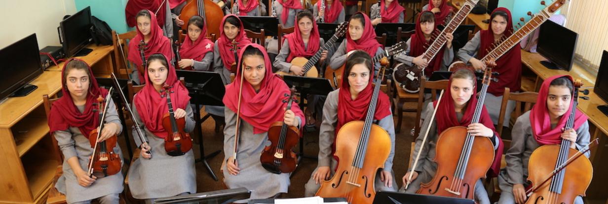 AFGHANISTAN: Frauen erlernen Instrumente & musizieren gemeinsam