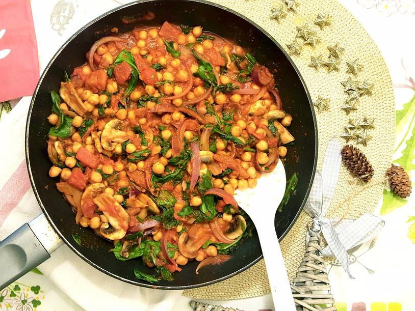 Pois chiches, épinard et sauce tomate à la poêle