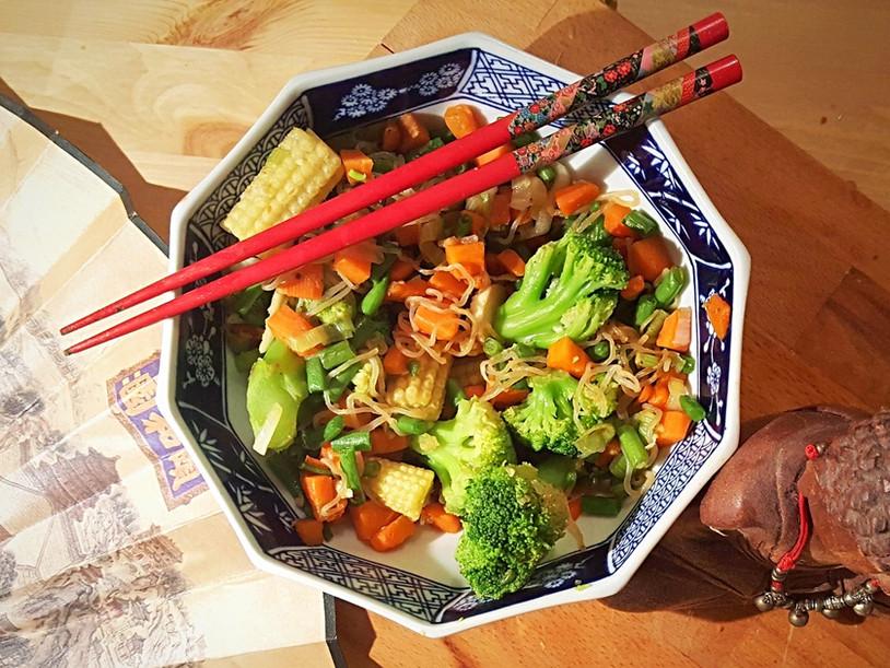 Nouilles de konjac et légumes sautés