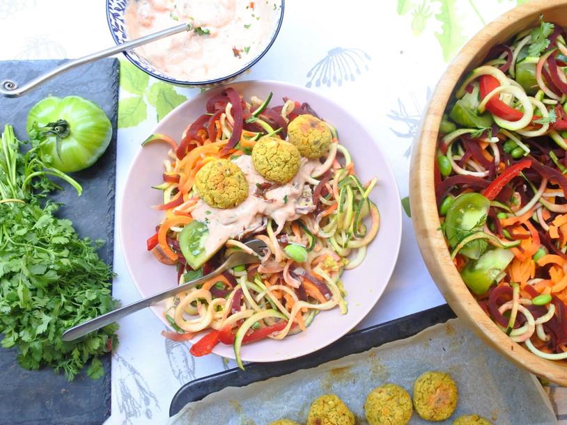 Spaghetti de légumes Arc-en-Ciel et Falafel