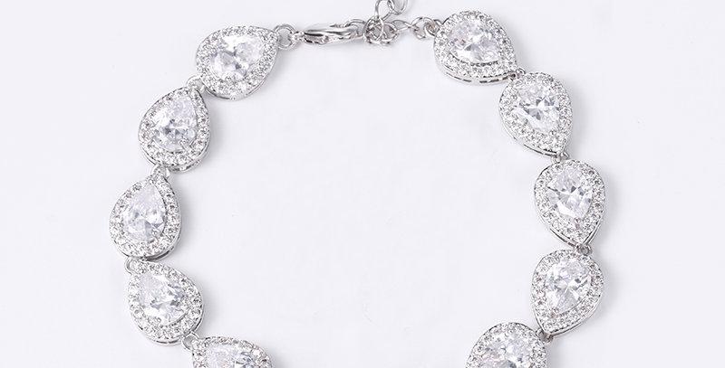 bracelet for bride on wedding day