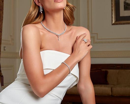 bride with elegant silver bridal necklace