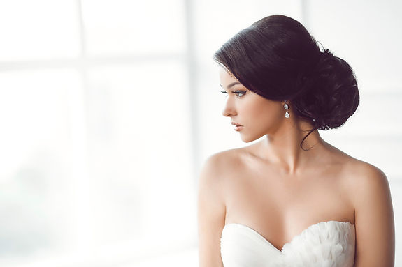gorgeous bride with silver wedding drop earrings