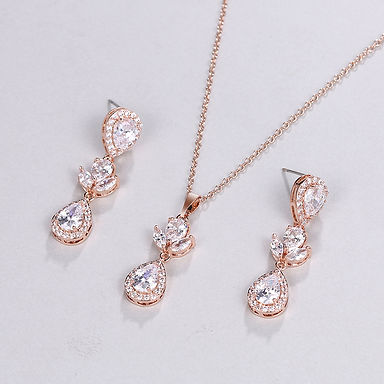 gold bridal jewellery set earrings and necklace