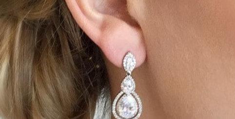 Bride wearing crystal drop earrings wedding