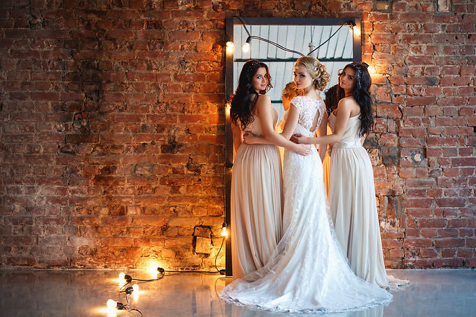 pretty bridesmaids wearing jewellery and hair pieces