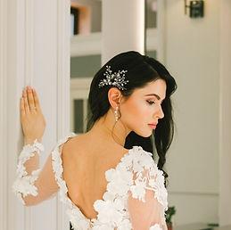 bride wearing beautiful bridal headpiece for wedding