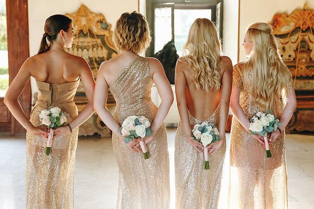 bridemaids wearing gold jewellery