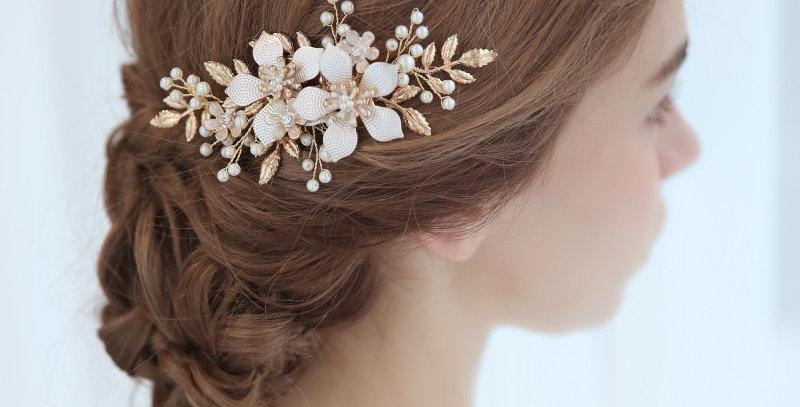 bride wearing rose gold bridal hair comb