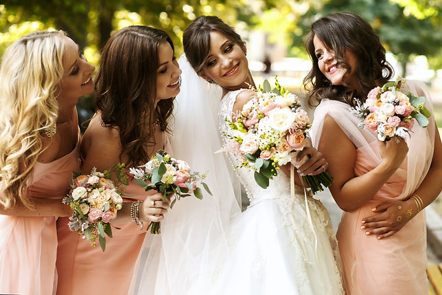 bridemaids with rose gold jewellery sets