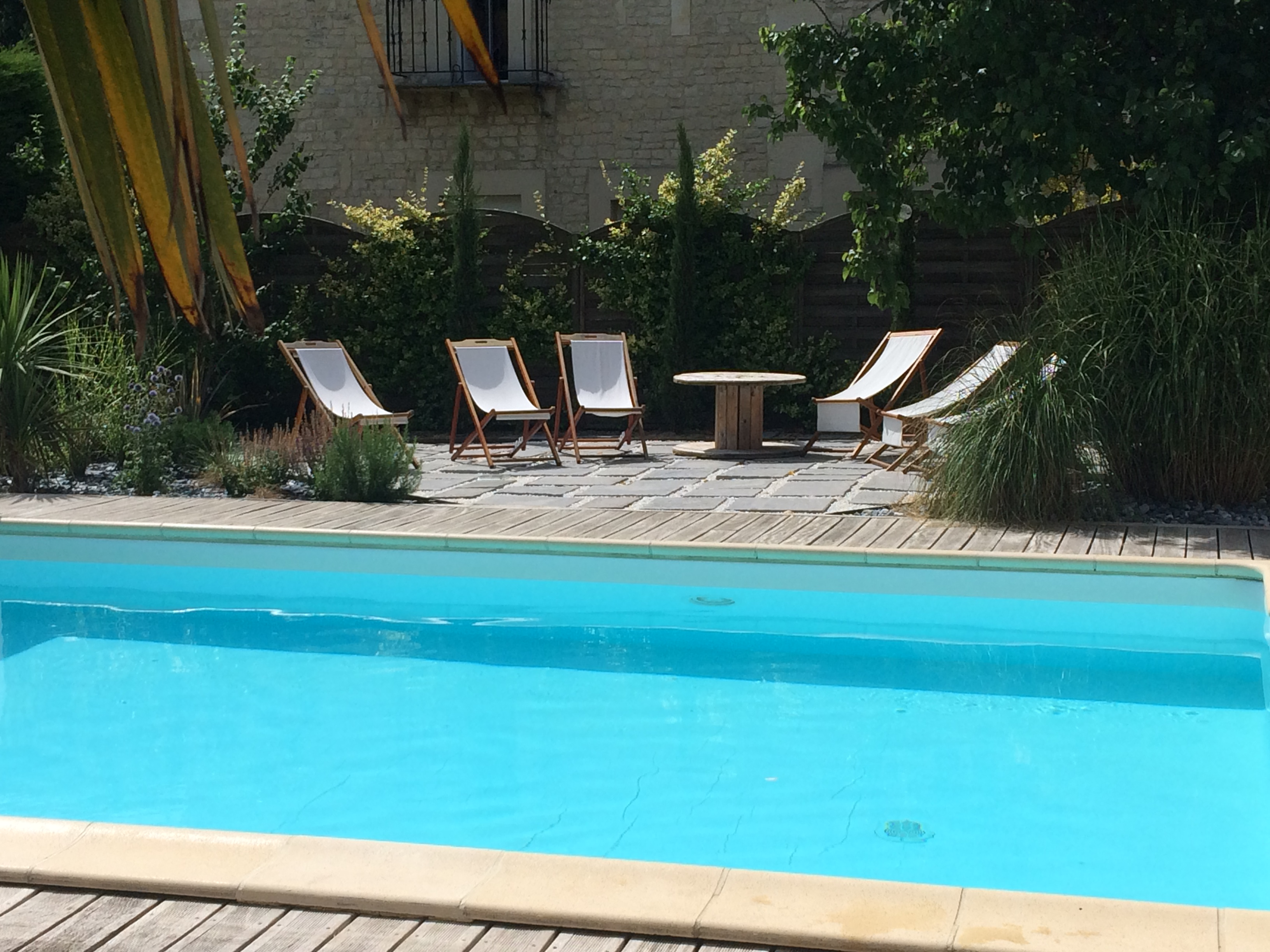 détente près de la piscine