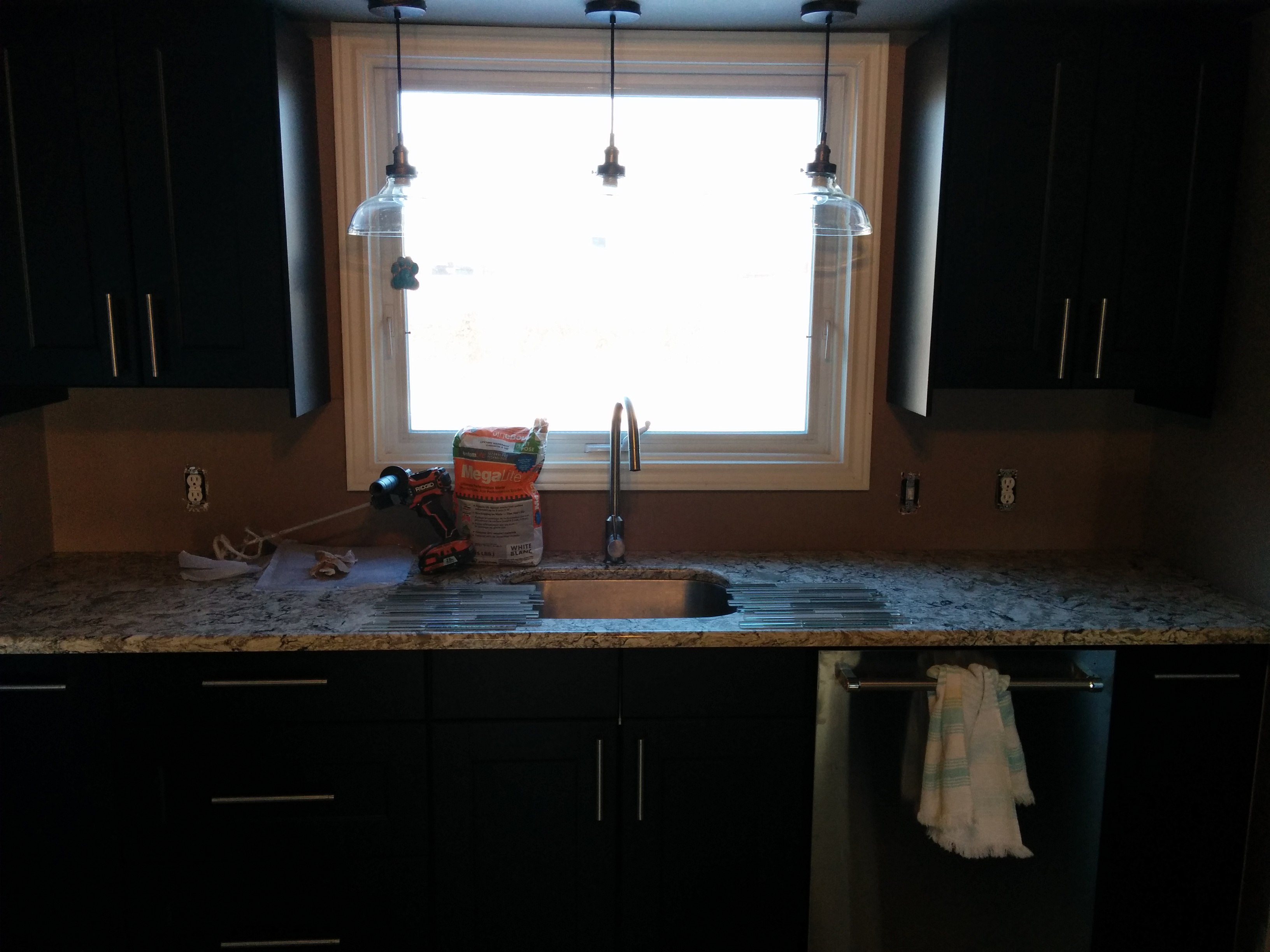 Backsplash (before) 001