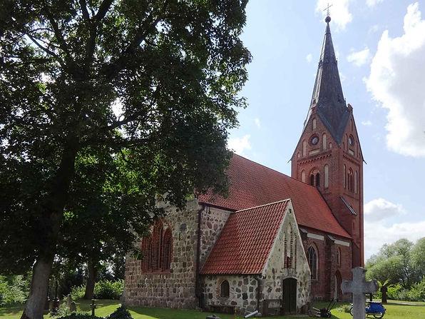 Dorfkirche_Hanshagen_Nordostansicht.jpg