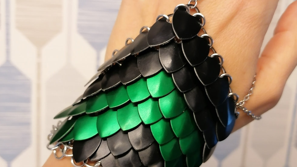 Scalemaille Hand Flower