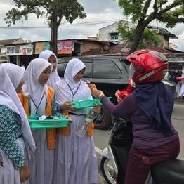 Al-Amjad Kembali Menggelar Aksi Tebar Hijab