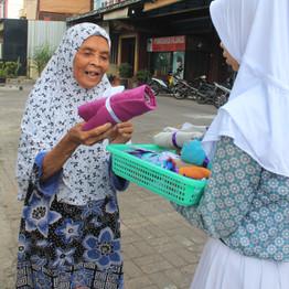 Tebar Hijab oleh SMP Islam Al-Amjad