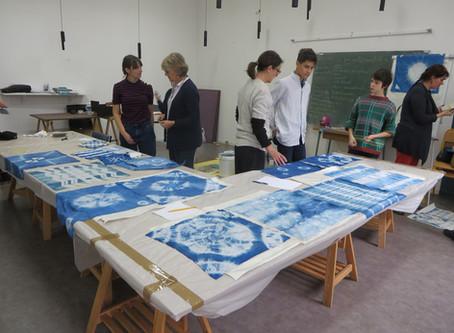Atelier de création textile bleu indigo