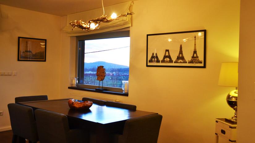 VM-salon1-table.jpg