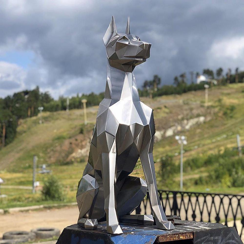 Полигональная скульптура из железа