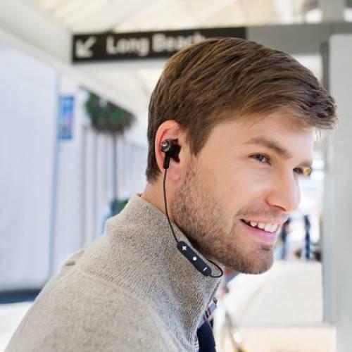 Микрофоны на проводе встречаются у внутриканальных наушниках и вкладышей