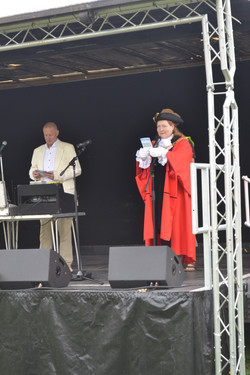 The Mayor opening the event