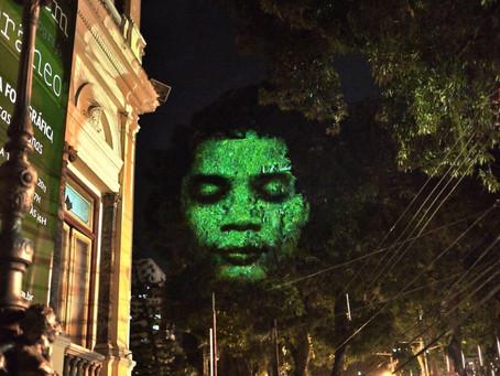 Árvores ganham rostos na Avenida Paulista para dar visibilidade a portadores de doença degenerativa
