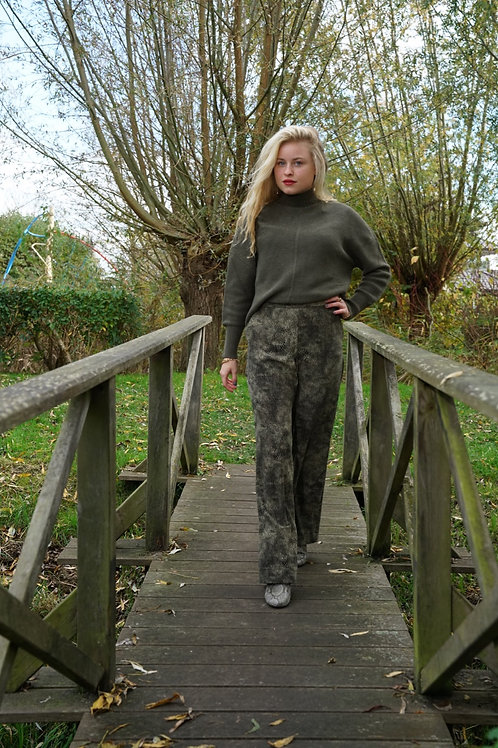 Khaki trousers with snake print