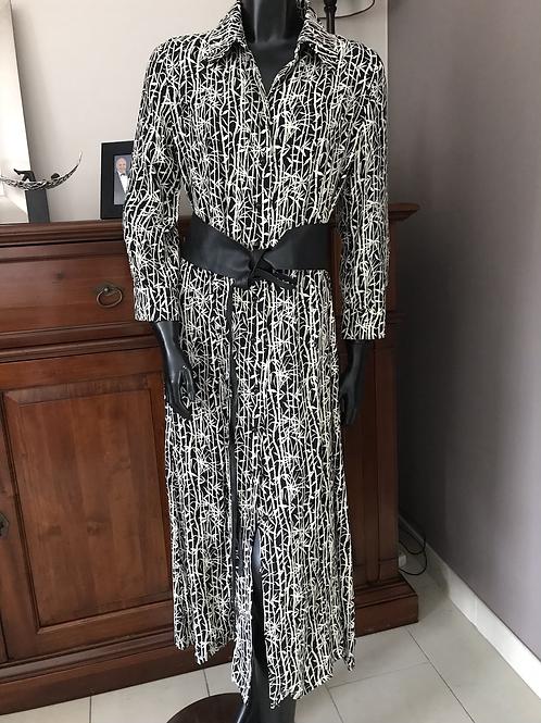 Elegant kleed met knoopjes