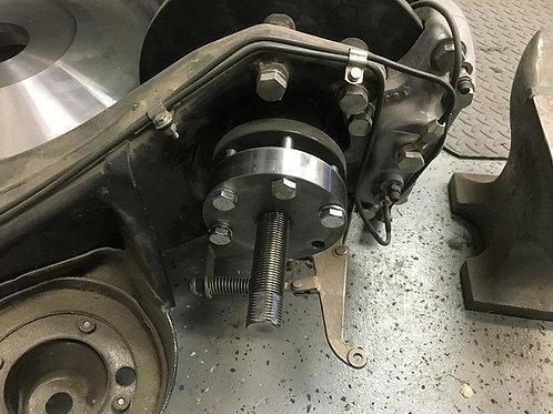 Rolls-Royce/Bentley Silver Spirit/SpurSZ Lobro Style Hub puller in situ
