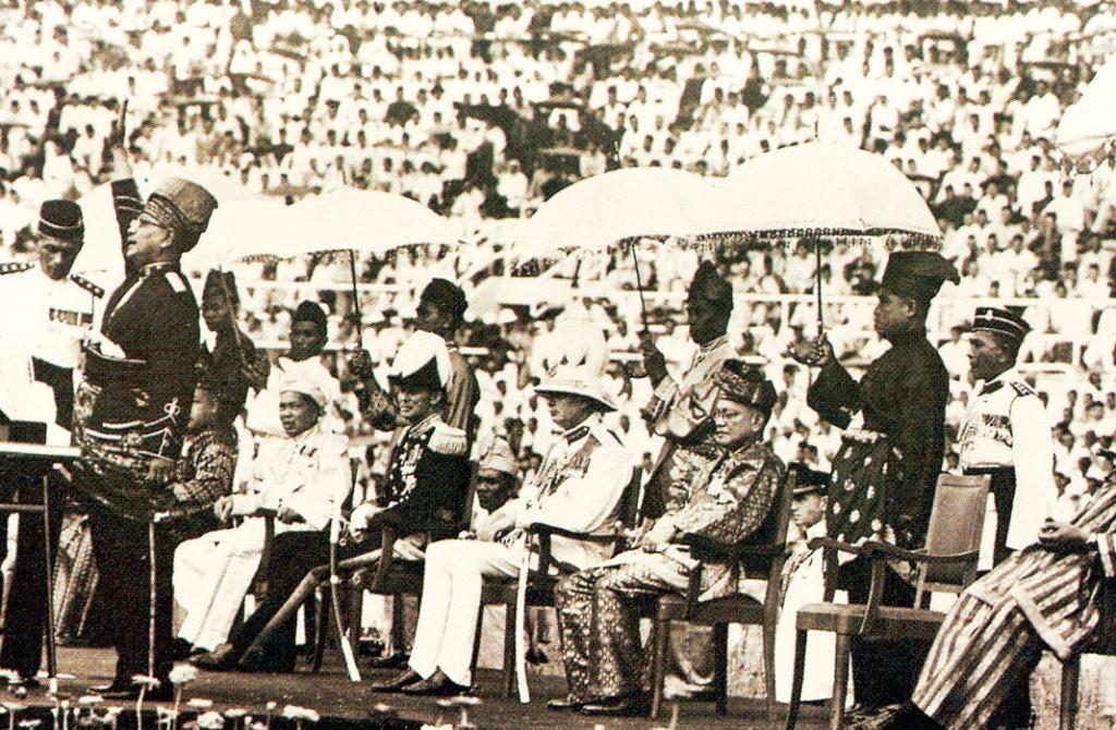Merdeka-Malaya-1957-at-Merdeka-Stadium-1024x670