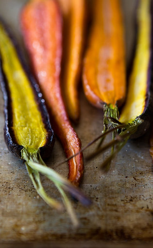 CHARRED VEGETABLE & SPICY HUMMUS SANDWICH