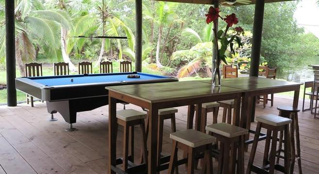 poolrestaurant.jpg