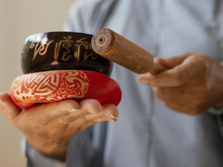 Massage: Tibetan bowls at the service of our well-being