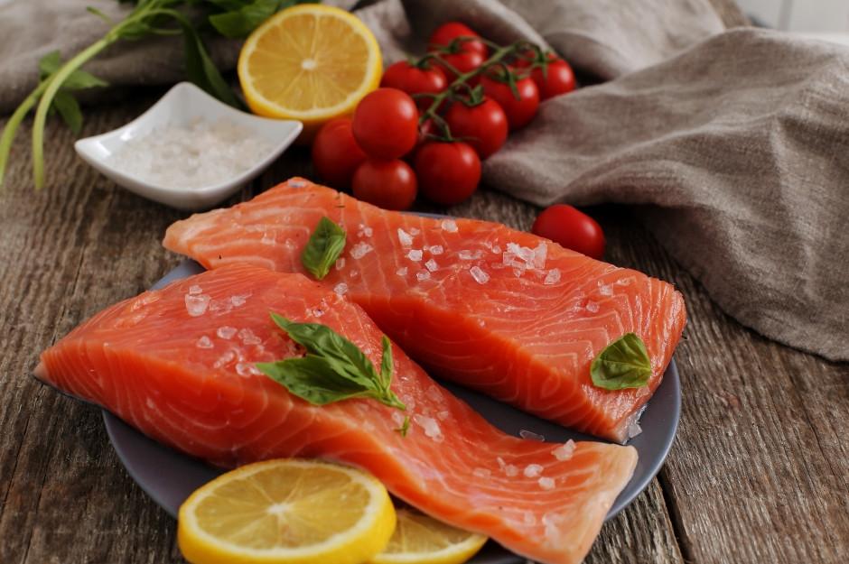 Manger du saumon pour soulager une attaque de migraine
