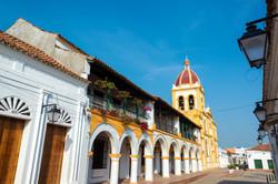 Calle e iglesia colonial Mompox