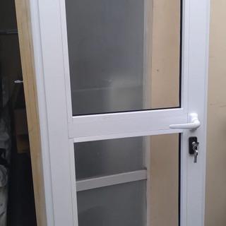 Puerta de aluminio línea española