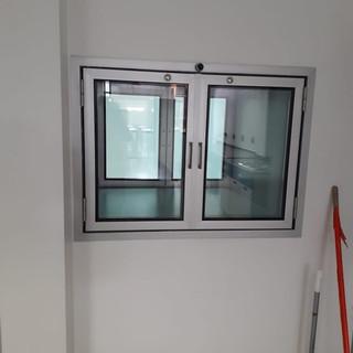 Aluminio transfer doble puerta con sistema autolock con sistema DVH