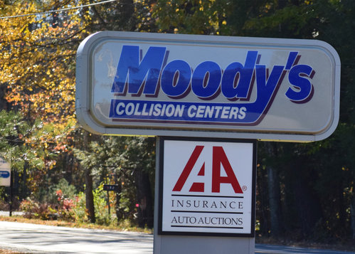 Moody's Collision Center